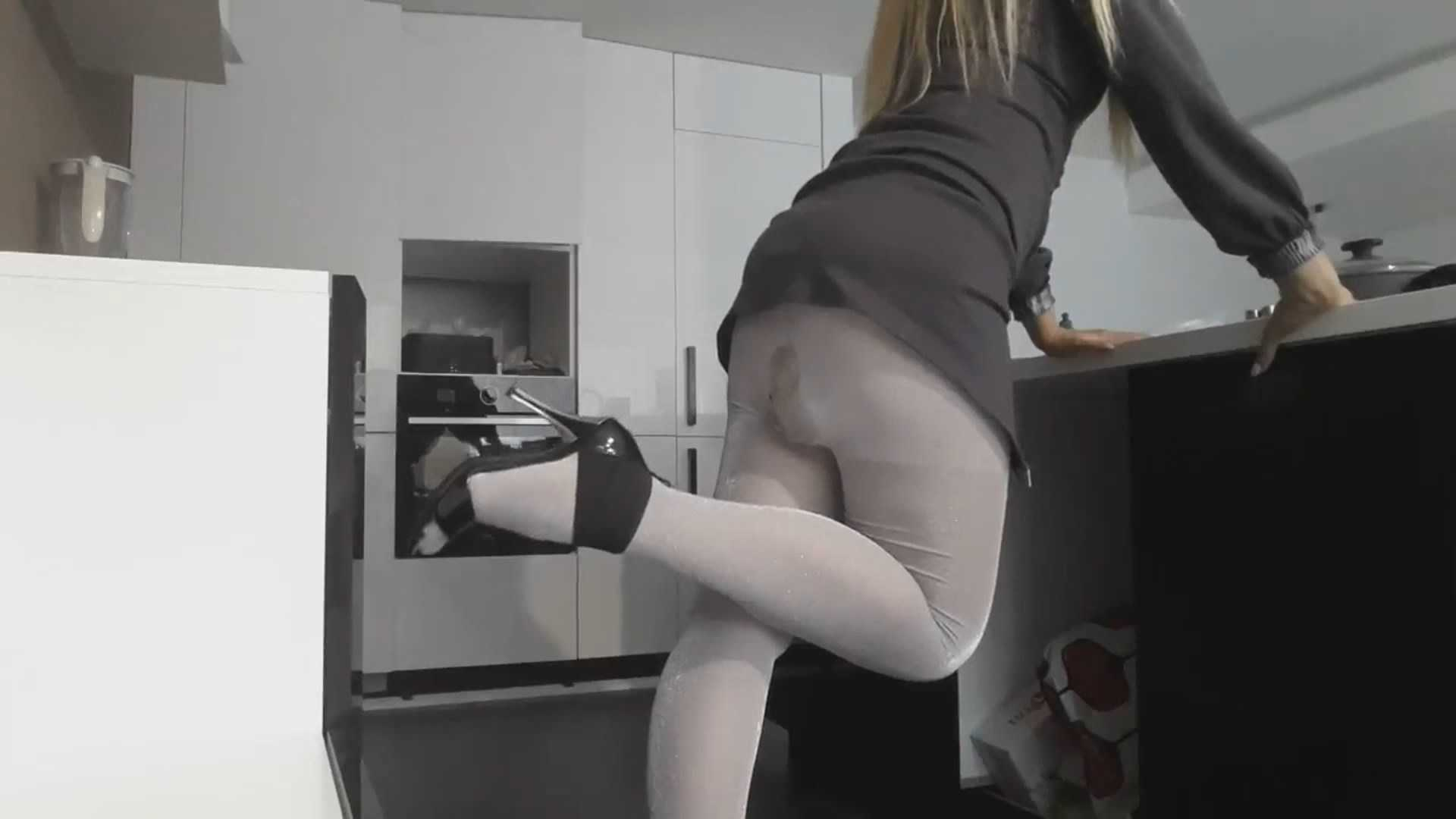 Office Pantyhose Poop – panthergodess   Full HD 1080p   August 3, 2017